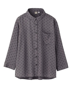 I love the shape of this blouse and the 3/4 length sleeves.  With a pair of straight-leg or skinny jeans - very Audrey Hepburn.